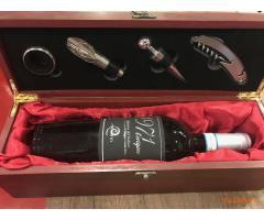 Confezione vino con set accessori