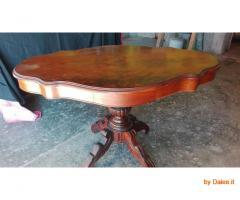 Antico e pregiato tavolino